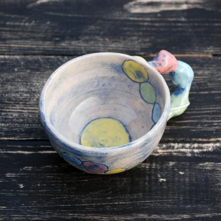 Веселая керамическая чашка.