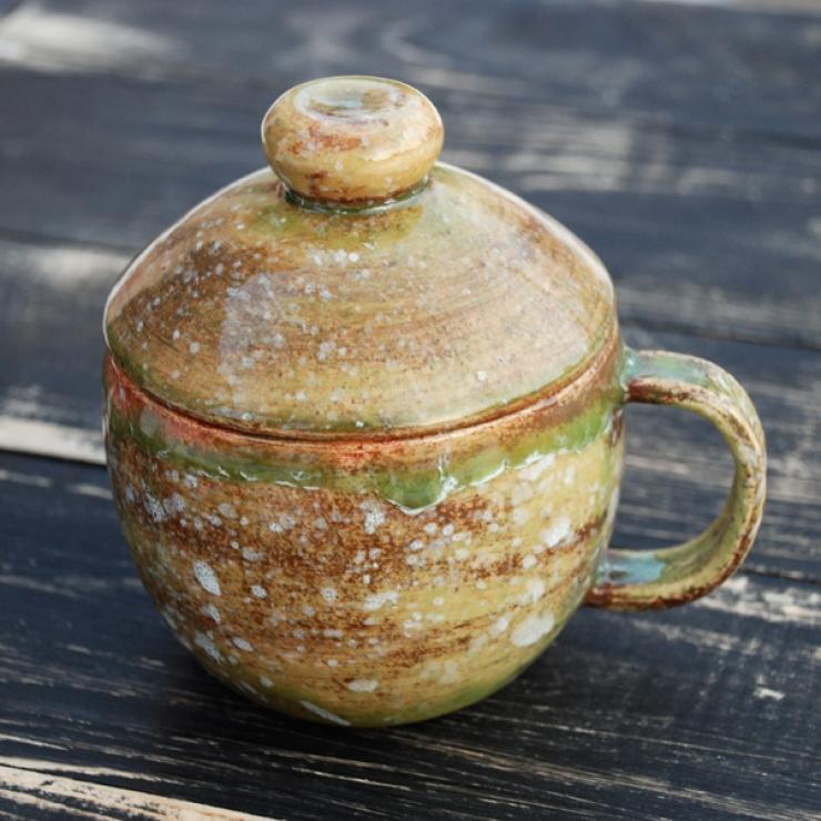 Глиняная керамическая чашка с крышечкой ручной работы